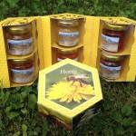 Alle Honigsorten in einer Geschenkbox.